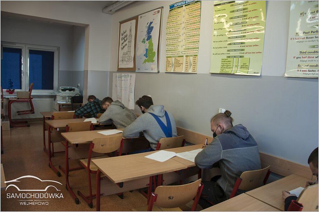 Trwa egzamin teoretyczny