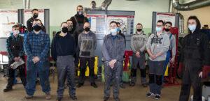 Pamiątkowe zdjęcie uczestników kursu spawania. Zdjęcie tytułowe artukułu